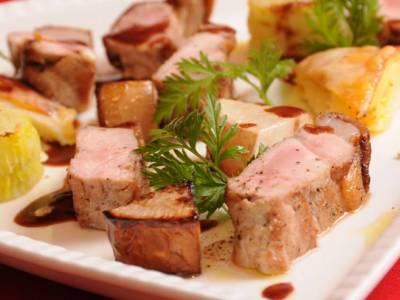 【続・熊本へのラブレター】オーガニックなお肉はこうつくる①〜阿蘇天然ミネラル豚・香心ポークの病気を出さない飼育法には、阿蘇ならではの秘密があった